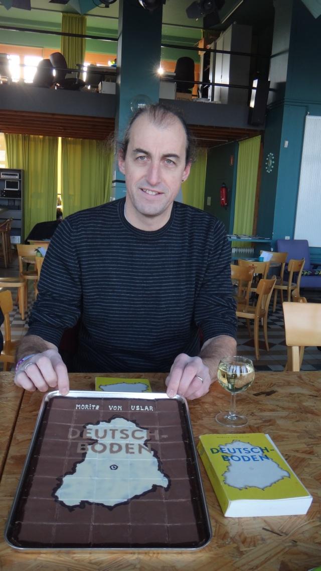 Le titre de l'ouvrage commenté en chocolat réalisé par Marc, chocolatier